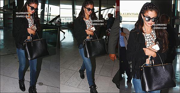 01/10/14 :  Miss Selena Gomez �tait pr�sente au d�fil� de Louis Vuitton, � la Fashion Week de Paris. + C�t� tenue : Selena �tait juste parfaite ! Sa tenue est magnifique et sa coiffure est plus que parfaite ! Je suis amoureuse & vous ?