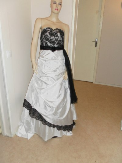 robe de mariee noir et blanc nadia location robe de mariee robe de soiree. Black Bedroom Furniture Sets. Home Design Ideas