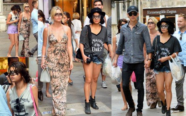 Vanessa Hudgens, Selena Gomez et Ashley Benson se camoufle derri�re des �l�gantes masques comme ils le font un peu de tourisme dans la ville de Venise (mercredi (Septembre 5) � Venise, Italie.)