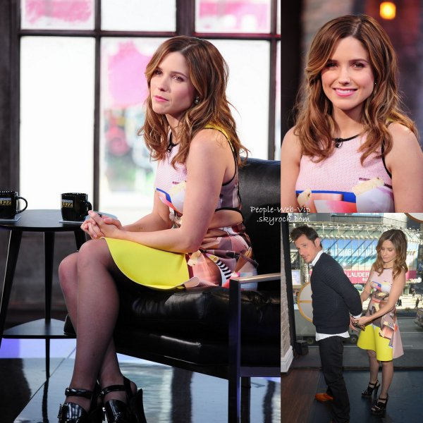 "Sophia Bush prend la pose avec Nick Lachey dans les coulisses ""VH1′s Big Morning Buzz Live"" avant d'y faire une apparition. ( lundi (3 Mars ) � Times Square � New York)"