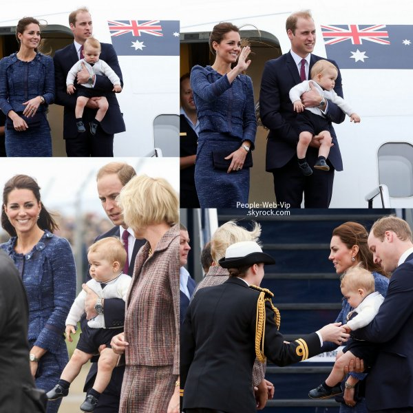 Catherine, duchesse de Cambridge (aka Kate Middleton) et le Prince William quittent l'avion de la Royal Australian Air Force avec leur fils de 8 mois, le Prince George  ( mercredi (16 Avril) � Wellington, Nouvelle-Z�lande. )