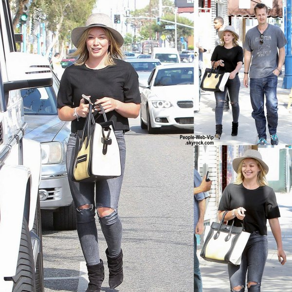 Hilary Duff a �t� aper�ue dans les rues de West Hollywood. ( mardi (19 Ao�t) � West Hollywood. )