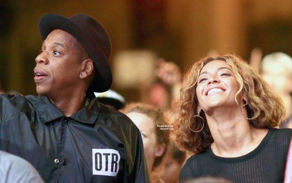 Beyonce et son mari Jay-Z, tr�s amoureux, lors du 2014 Budweiser Made in America Festival au Grand Park de Los Angeles  (dimanche (31 Ao�t) � Los Angeles. )