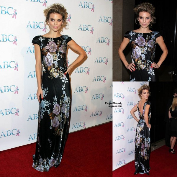 "AnnaLynne McCord pose sur le tapis rouge lors du gala ""Associates for Breast and Prostate Cancer Studios 2014 Talk of The Town Black Tie Gala "" . (samedi (22 Novembre) � Beverly Hills, en Californie.)"