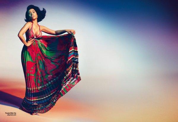 Nicki Minaj : Nouvelle �g�rie de couturier italien Roberto Cavalli ! Photographi�e par Francesco Carrozzini, Nicki a pris la pose dans plusieurs tenues issues de la collection Printemps/Et� 2015 de Roberto Cavalli.