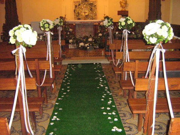 Decor d eglise pour un mariage composition bouquet fleurs - Decoration eglise pour mariage ...