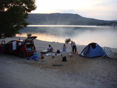 Camping sauvage au bord du lac de sainte croix on for Camping au bord du lac de sainte croix avec piscine