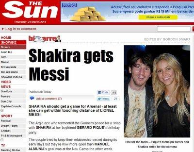Shakira posa para foto com Messi em festa do namorado Piqu�