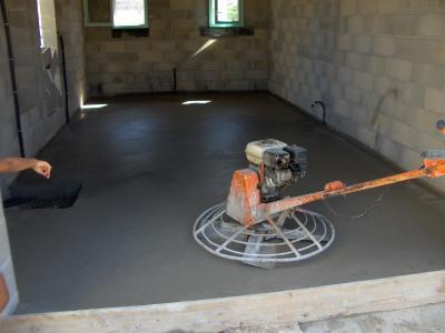 la dalle du garage fini et lissage l 39 h licopter la maison de c lia et noah. Black Bedroom Furniture Sets. Home Design Ideas