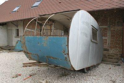 restauration d 39 une tricot 1946 caravane ancienne de collection henon notin. Black Bedroom Furniture Sets. Home Design Ideas
