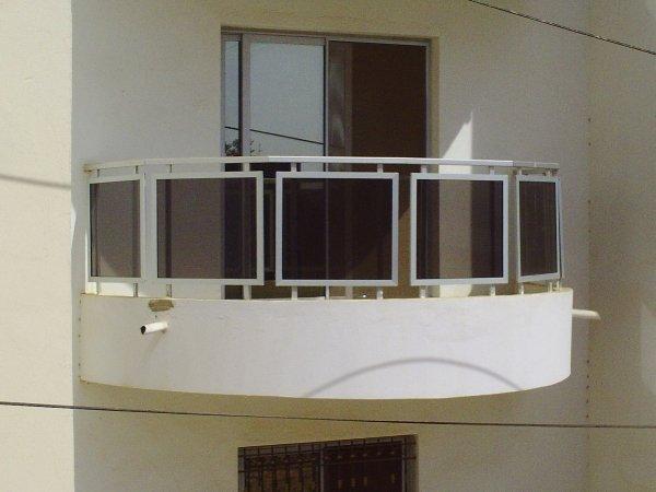 balcon d mi rond aluminium ibrahima cisse. Black Bedroom Furniture Sets. Home Design Ideas