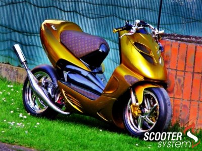 aprilia sr 50 street vuitton blog de scoot et moto tuning. Black Bedroom Furniture Sets. Home Design Ideas