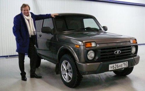 Le directeur des relations publiques d'AVTOVAZ troque sa Volvo contre une LADA 4x4 !!!