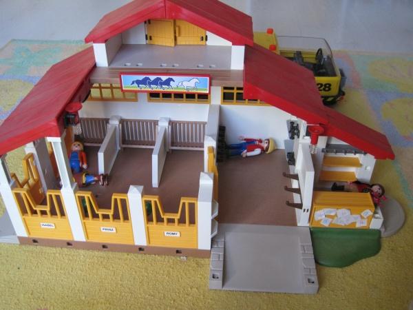 le centre questre playmobil en force. Black Bedroom Furniture Sets. Home Design Ideas