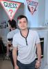 Vanessa Hudgens : Austin Butler, Josh Hutcherson � la soir�e Guess !