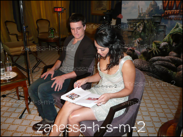 """� """"Le jour o� j'ai interview� Vanessa Hudgens � Paris...""""� Zanessa-h-s-m-2 : Traductions & textes_________________________________________________________________________Twitter Lien si vous prenez � ___________________________________________________________________________________________Facebook"""