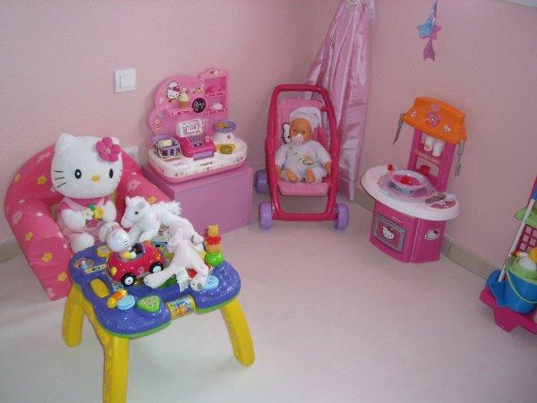 la chambre hello kitty de ma princesse loane. Black Bedroom Furniture Sets. Home Design Ideas