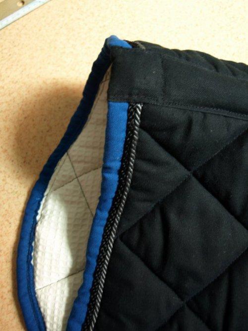 Tapis Pointe Noir Liser Bleu Roi Blog De Laboite Atapis