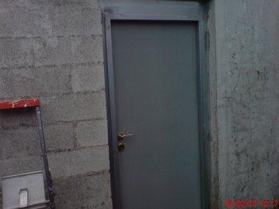 Pose d une porte en acier galva plaquiste59 for Pose d une porte