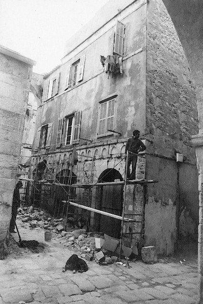 La maison des podestats en refection annees 1980 le for Refection de facade maison