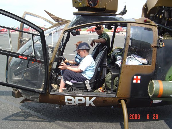 L 39 h licopt re gazelle blog de valentinaviondechasse for Helicoptere interieur