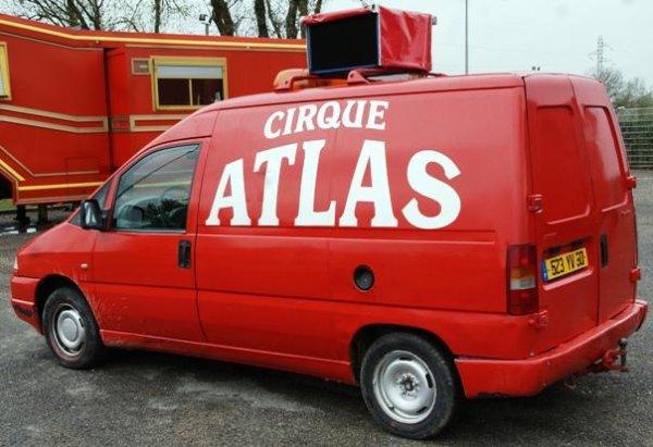 6488 un vehicule a vendre cirque circo circus zirkus. Black Bedroom Furniture Sets. Home Design Ideas