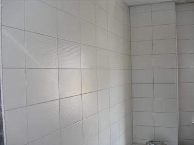 Carrelage joint blanc ou gris for Salle de bain carrelage blanc joint gris