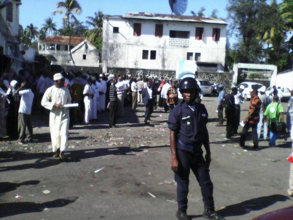 Les îles Comores ne changeront pas par le pouvoir démocratique des urnes, mais plutôt par le pouvoir démocratique de la rue.
