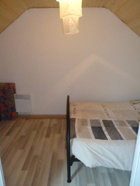 Piece chambre amis 7m2 sens fenetre vente maison a la for Piece sans fenetre chambre