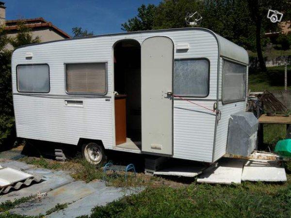 une france confort sans charme particulier vue sur leboncoin caravane ode la caravane. Black Bedroom Furniture Sets. Home Design Ideas