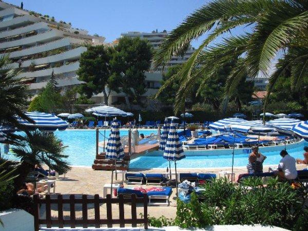 Notre piscine le lagon blog de filipon for Piscine villeneuve loubet