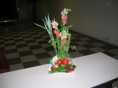 Composition avec fleur et l gume composition florale - Composition florale avec fruits legumes ...