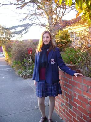 ... ou vous ne m'avez pas reconnu...) en uniforme scolaire australien