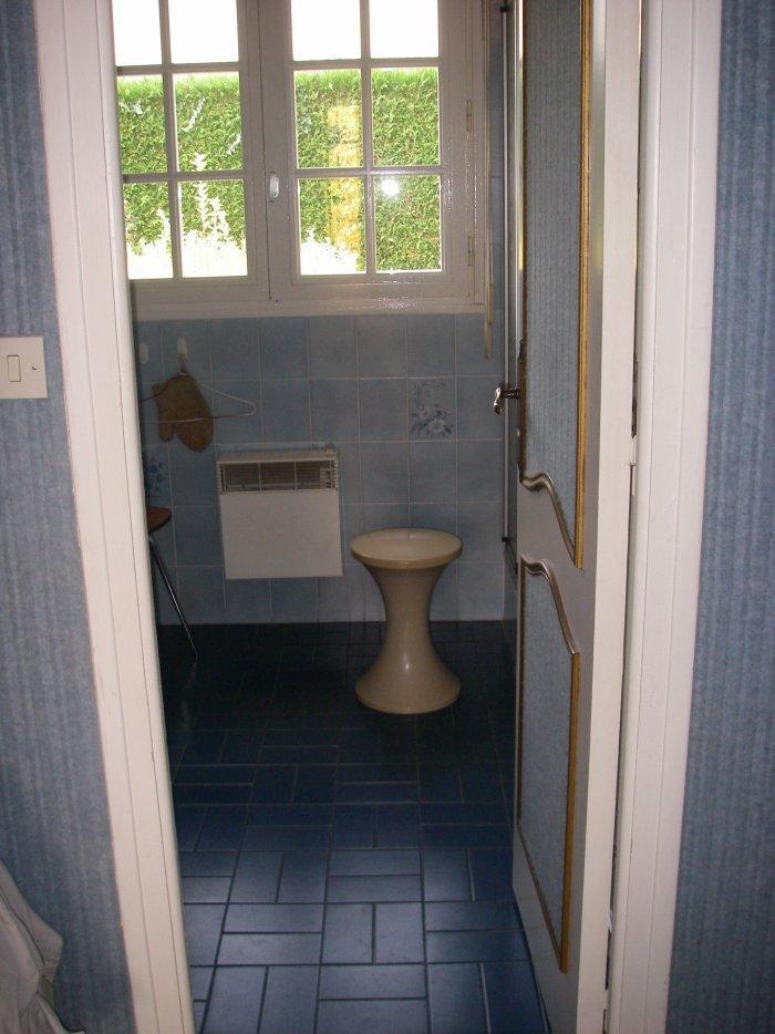 ancienne salle de bain des parents entreprise ludovic maulav. Black Bedroom Furniture Sets. Home Design Ideas
