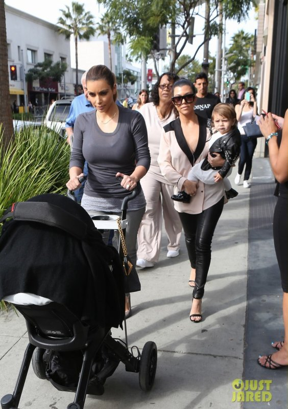 Les soeurs Kardashian de sortie. Los Angeles