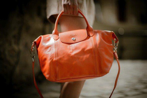 Alexa Chung pose pour Longchamp. printemps / �t� 2014