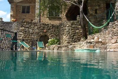 piscine d 39 eau sal e g te en ard che. Black Bedroom Furniture Sets. Home Design Ideas