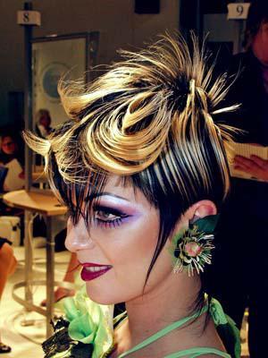 Coiffure cheveux courts visage rectangulaire salon de for Salon mondial de la coiffure