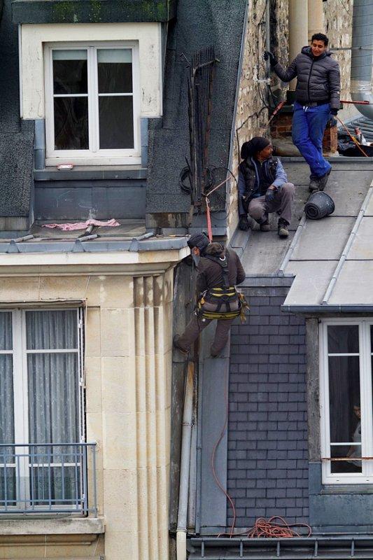 Pendant ce temps, sur les toits