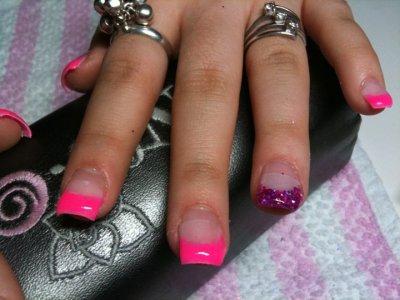 Pose rose fluo et un paillette la passion des ongles en gel - Ongle rose fluo ...