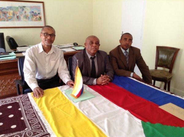 Remise de la lettre de demande de grâce presidentielle à l'ambassadeur des Comores en France