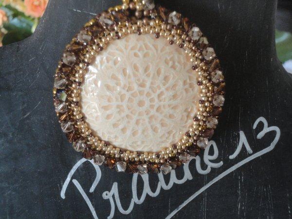 Je peux vous montrer mon collier en RAW 3D avec un cabochon de Valauris,(collier r�alis� il y a quelques mois, puisque je l'ai pr�sent� pour un concours...