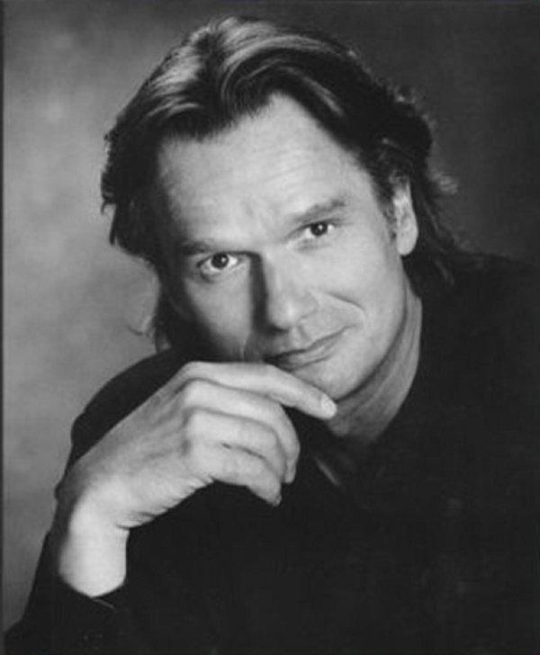 Il est le fils de <b>Maurice Gendron</b>, violoncelliste français. - 2985138147_1_3_t54kQrKr
