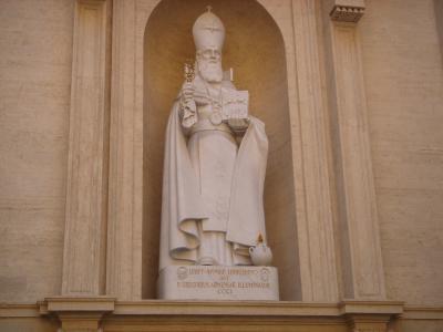 Une magnifique statue de st gregoire l 39 illuminateur au for Exterieur basilique saint pierre