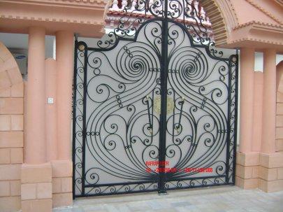 Portail fer forg 47 harmonie de fer forg tunisien for Portail fer forge tunisie