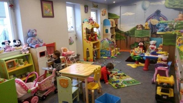 chez nanou on a aussi une belle salle de jeux assistante maternelle. Black Bedroom Furniture Sets. Home Design Ideas