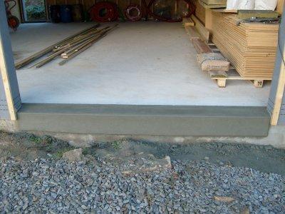 Seuil de porte garage 2 fini maison bois doudou for Comment faire un seuil de porte de garage en beton