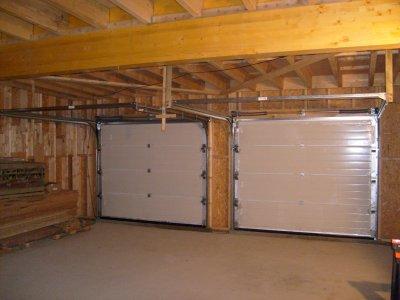 Les deux portes de garage vues de l int rieur maison for Interieur garage