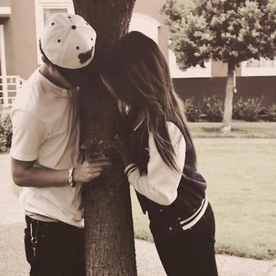 Pour la faire tomber amoureuse on m'a dit fait la rire, sauf qu'� chaque fois qu'elle riait c'est moi qui tombait amoureux.