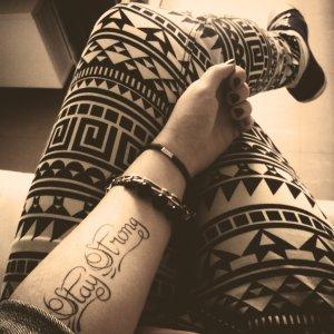 Le tatouage l 39 expression illustr e de l 39 me la vie nous prend toujours ce qu 39 on a de plus - Tatouage stay strong ...